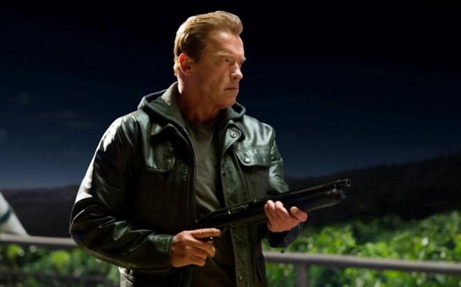 """Những """"ông già gân"""" của Hollywood vẫn vác súng, đua xe dù 60, 70"""