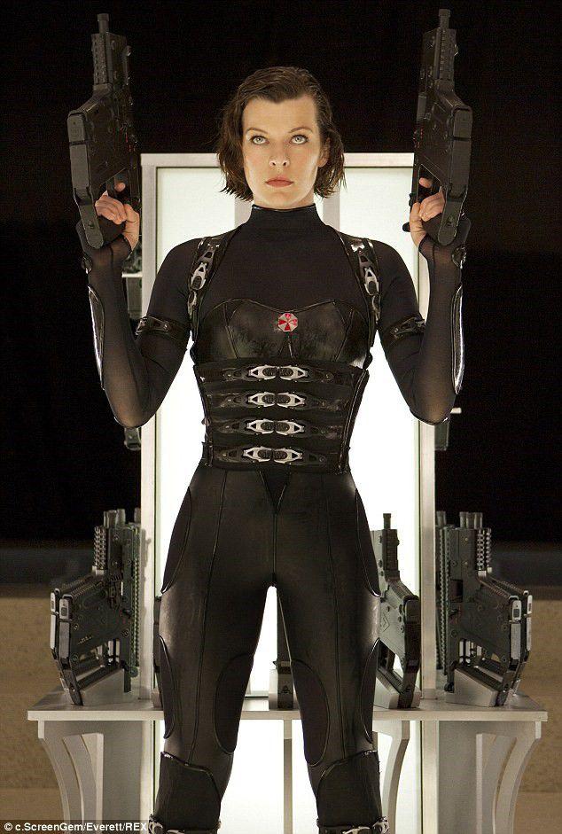 """Nữ hoàng hành động của """"Resident Evil"""" vẫn quyến rũ ở tuổi 41 (2)"""