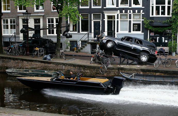 """Siêu phẩm The Hitman's Bodyguard trình làng trailer """"siêu lầy"""" (2)"""