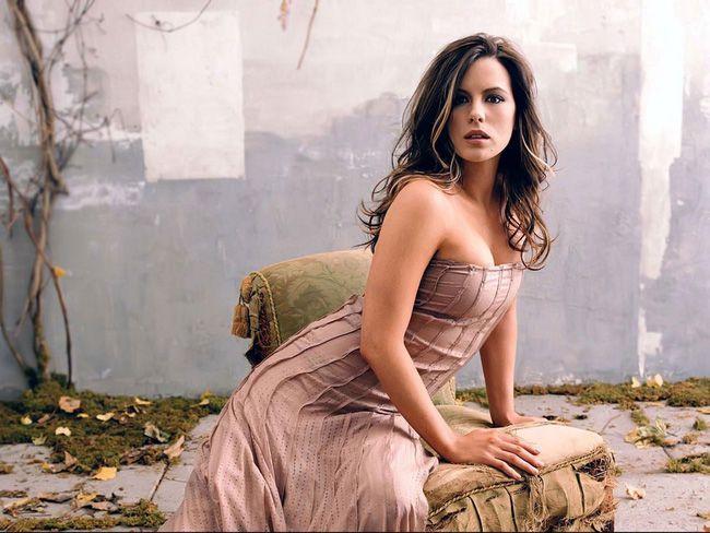 """Ngoài 40 tuổi, đả nữ """"Kate Beckinsale"""" vẫn vô cùng quyến rũ (10)"""