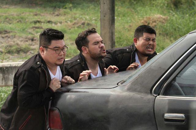 """Phim hành động hài Thái Lan """"Oversized Cops"""" tung trailer hấp dẫn (5)"""