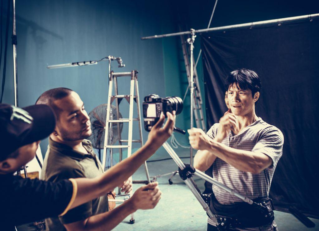 798Mười tung teaser poster hài hước hé lộ dàn nhân vật chính (5)