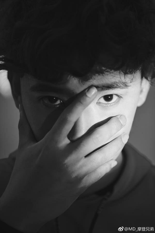 """Tìm hiểu về Lưu Vũ Ninh & nhóm nhạc """"Anh Em Hiện Đại"""" gây bão TikTok (3)"""