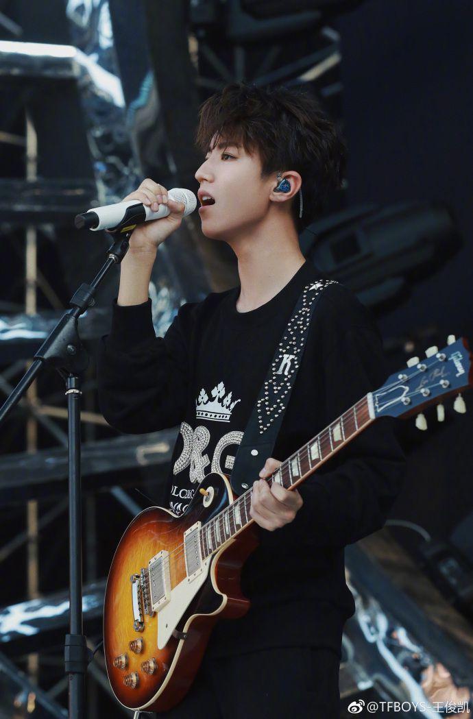 Profile Vương Tuấn Khải: Tiểu Khải lão vương của nhóm nhạc TFBoys (9)