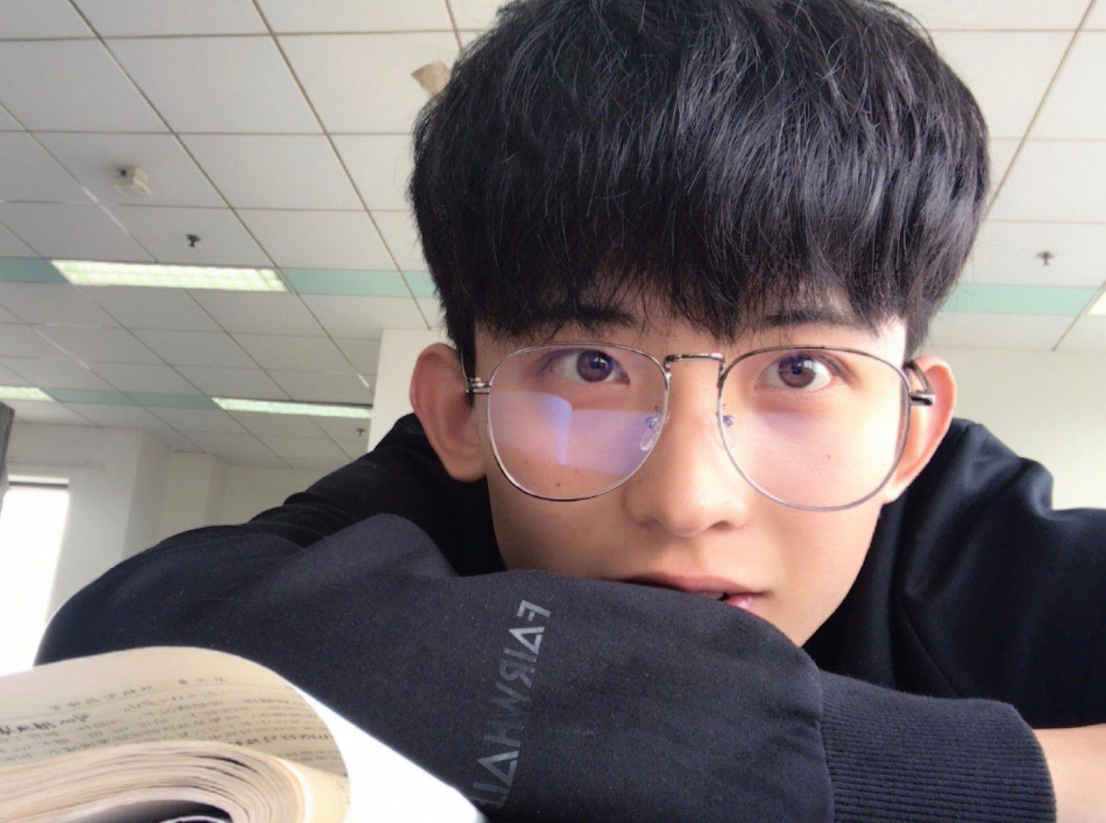 Thường Ưu Tú: Hot boy Tik Tok Trung Quốc gây sốt bởi nụ cười tỏa nắng (2)