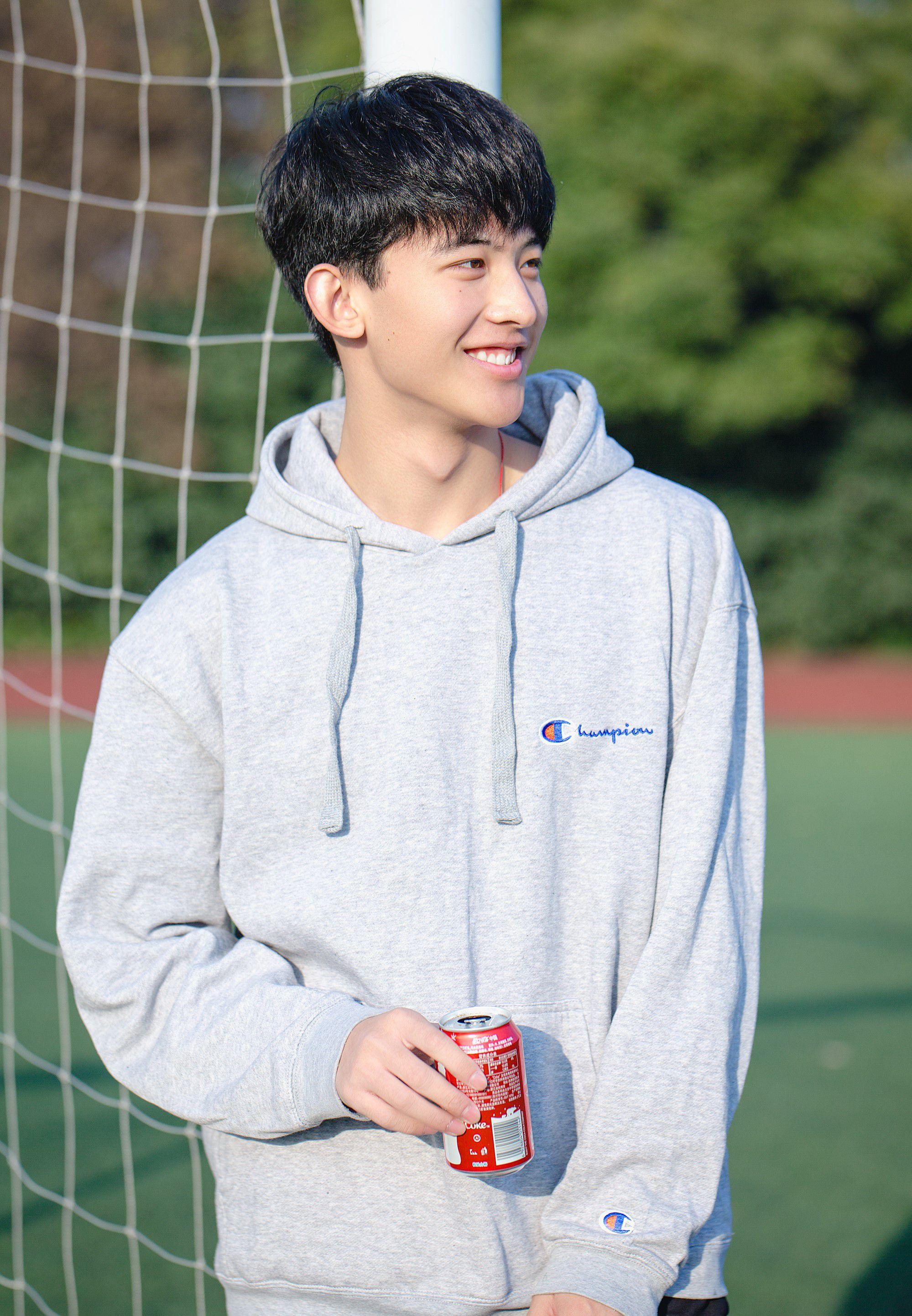 Thường Ưu Tú: Hot boy Tik Tok Trung Quốc gây sốt bởi nụ cười tỏa nắng (3)