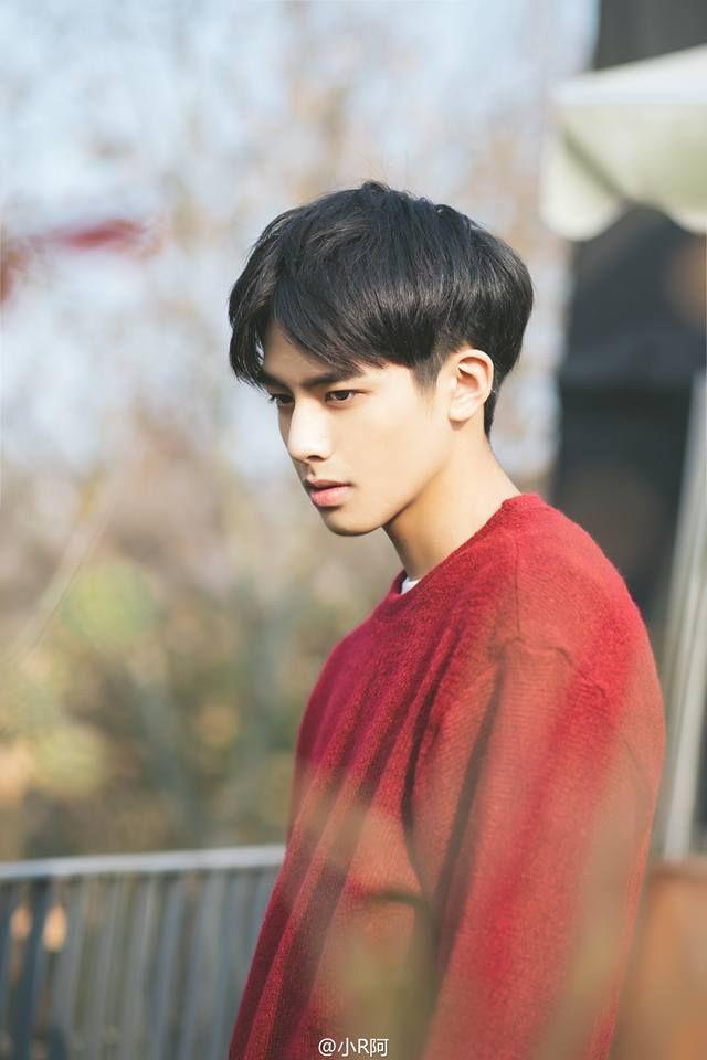 Tống Uy Long profile: Thông tin tiểu sử chàng hot boy sinh năm 99 (5)