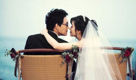 """Ngắm bộ ảnh cưới """"hiếm hoi""""của Park Sung Woong và Shin Eun Jung"""