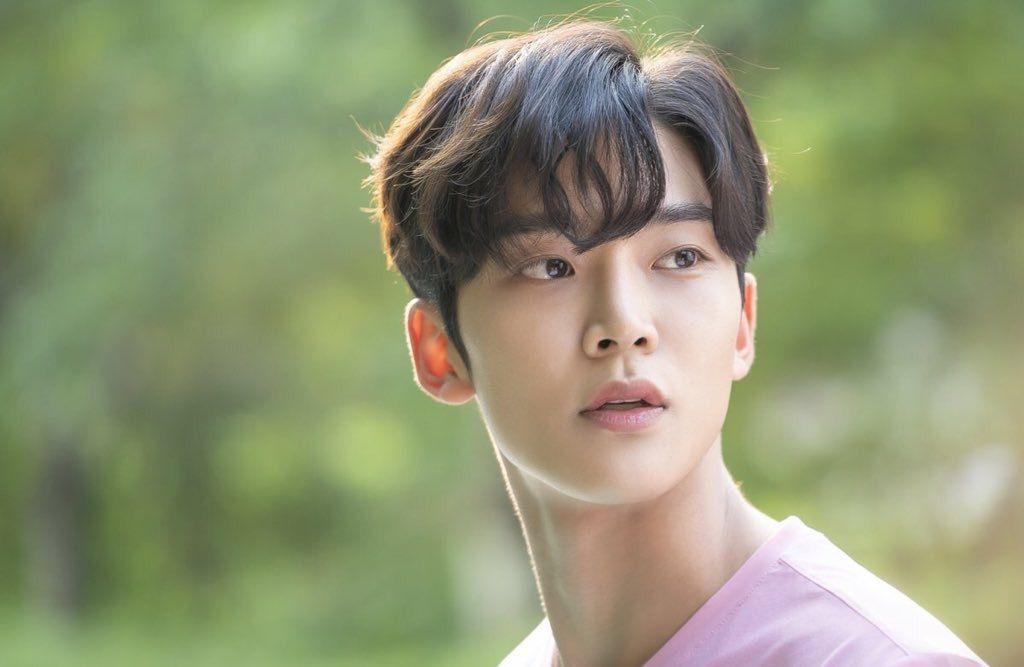5 thần tượng Hàn được sinh ra để hóa nam chính phim tình cảm học đường